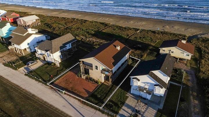 4/3 BEACH FRONT HOME SLEEPS 13