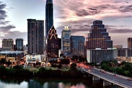 Music District Luxury Downtown Apartment - Austin