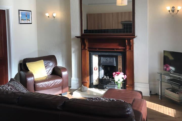Delightful Edwardian semi detached property - Lytham Saint Annes - Apartamento