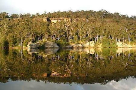 River ridge escape - North Nowra - Dom