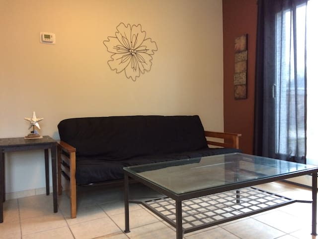 Cozy 1 Bdrm Apartment! - Sarnia - Apartment