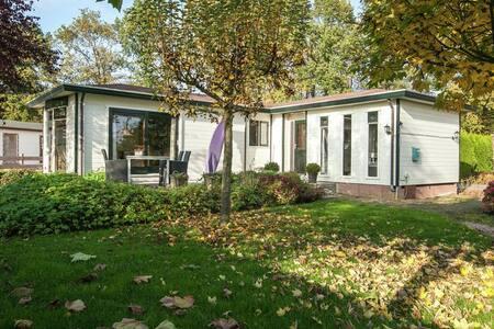 luxe chalet op kleinschalig park - Rutten - Blockhütte