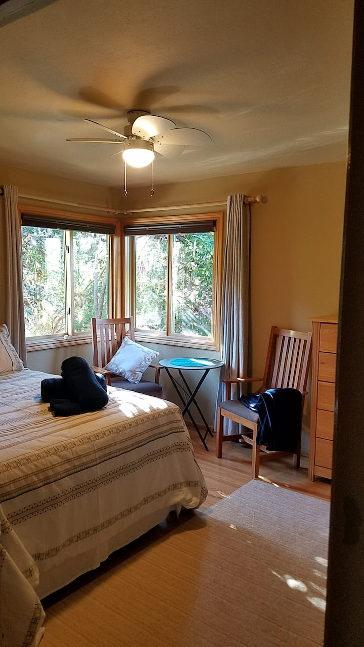 Queen Bedroom, private bath, no extra cleaning fee