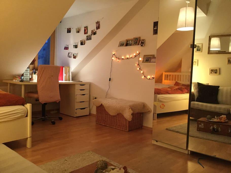 gem tliches zimmer in der altstadt wohnungen zur miete in regensburg bayern deutschland. Black Bedroom Furniture Sets. Home Design Ideas