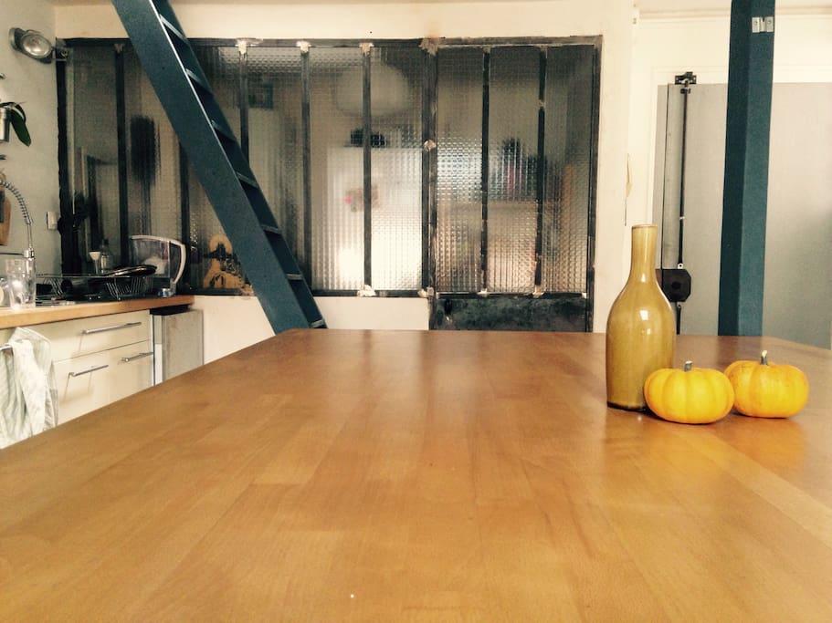 Grande table pour diner confortablement