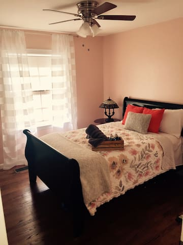 Walking distance to OU - Cute & comfortable home - Norman