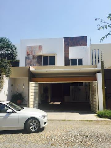 Casa entera en área Residencial - Colima - Rumah