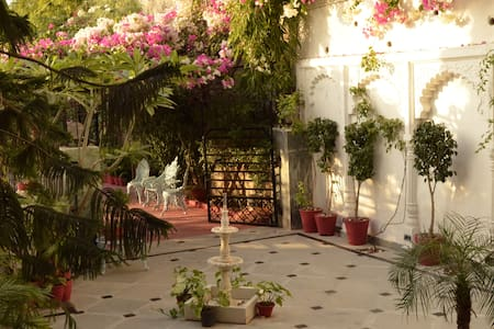 Two rooms with panoramic view from lavish balcony - Udaipur - Villa