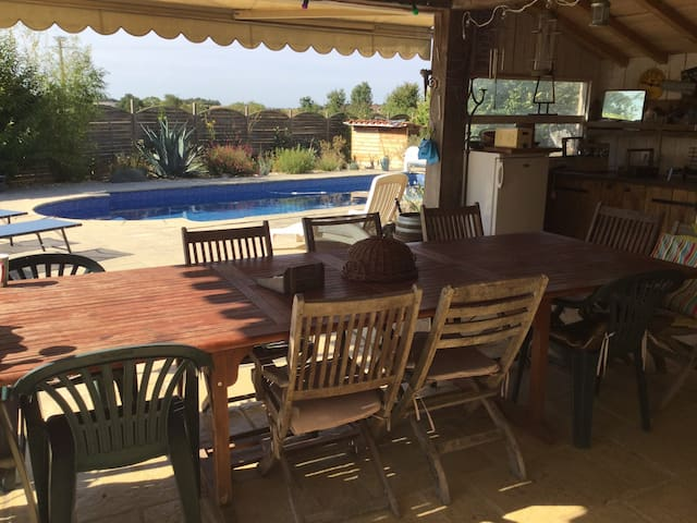 5 bed family home with heated pool