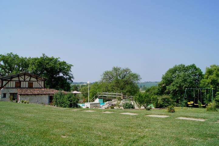 """Ancienne ferme """"Ticourret"""" au calme - Villefranche-du-Queyran - Talo"""