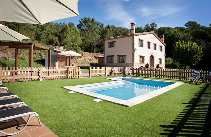 Big home near BCN with pool & BBQ - Gualba - Dom
