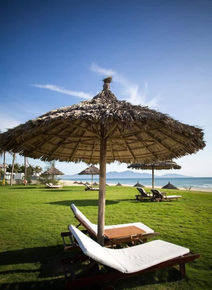 SUNRISE APARTMENT in 5* resort/Private beach/Pool.