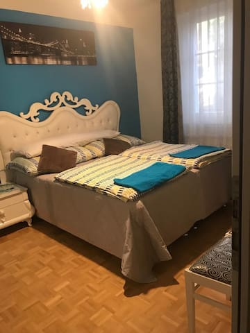 Private ROOM+KITCHEN/near Messe/FreePublicTransp.