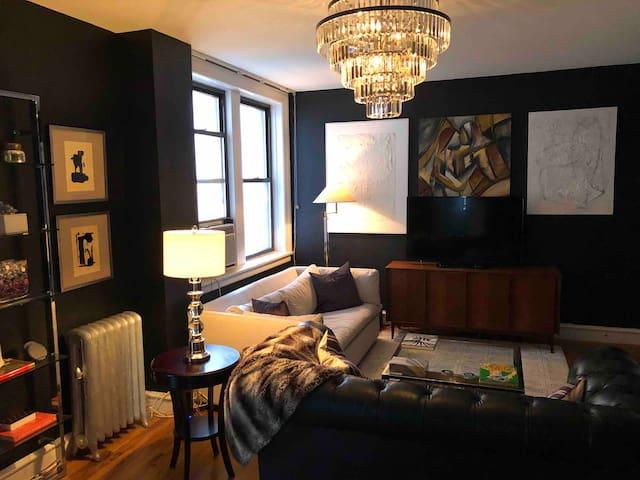 Excellent large private room - HK/Columbus Cir