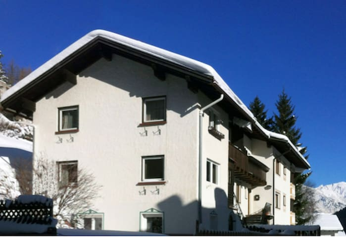Private room in chalet 5-10 min. walking to lifts - Sankt Anton am Arlberg