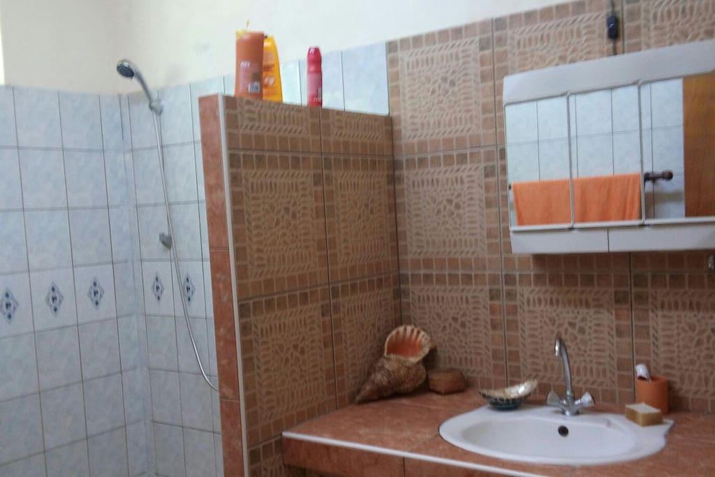 La maison de l 39 artisan houses for rent in parea huahine for La maison de l artisan