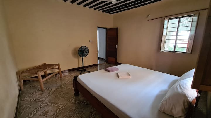2. Karara House - Cozy Double Room / shared shower