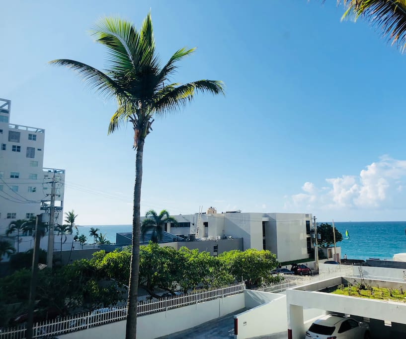 Feeling blue? Come hang in our cute beach pad and enjoy this beautiful ocean view, while you relax to the sounds of the ocean.