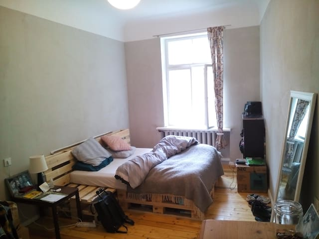 Cozy hip bedroom in city center - Rīga - Flat