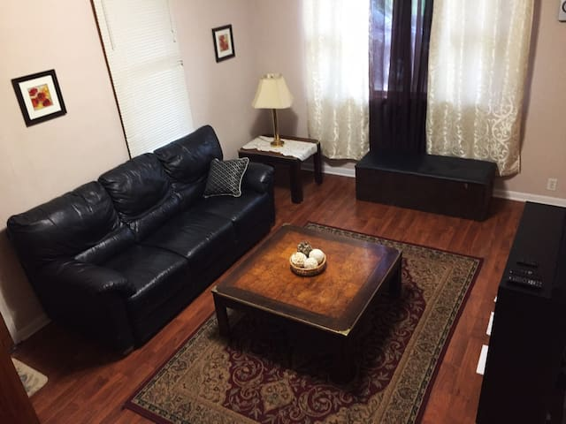 1 Bd Apt in heart of Bridgeport, Centrally Located