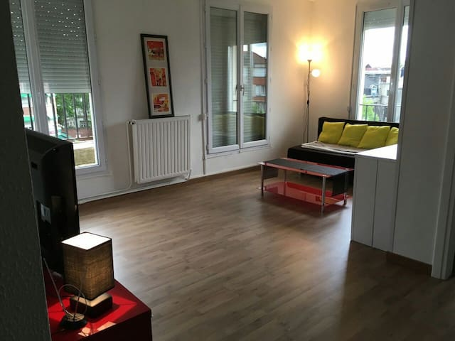 Spacieux apart centre Ville/Large flat Town centre - Valenciennes - Apartamento