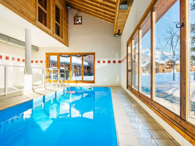 Cozy holiday apartment in beautiful mountains setting w/ shared indoor pool