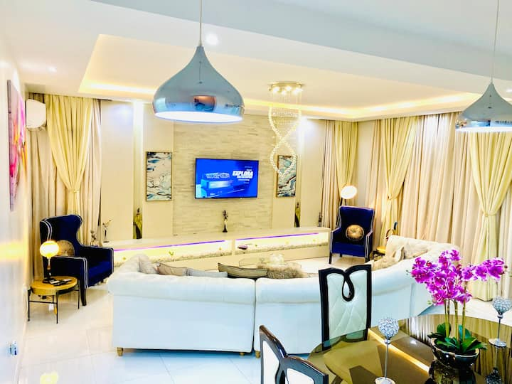 Keji's 5-Star ''Shortlethomes'' Apartment In Lekki