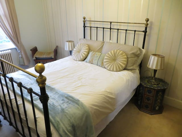 Luxury Room, Full Breakfast; Newport Town Centre - Newport, Isle of Wight - Rumah