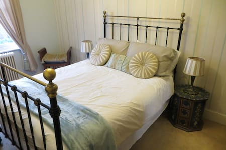 Luxury Room, Full Breakfast; Town Centre location - Newport