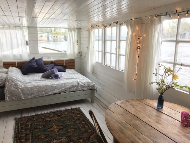 Private Romantic Little Houseboat on Amstel River