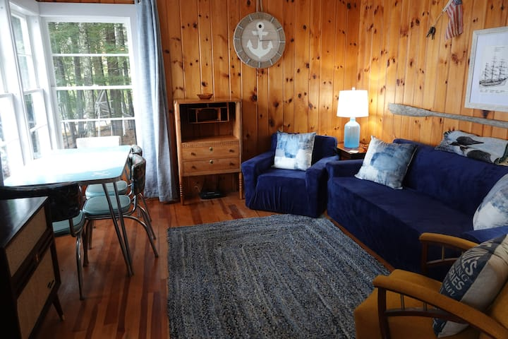 Authentic Maine Cottage directly on Lake St George
