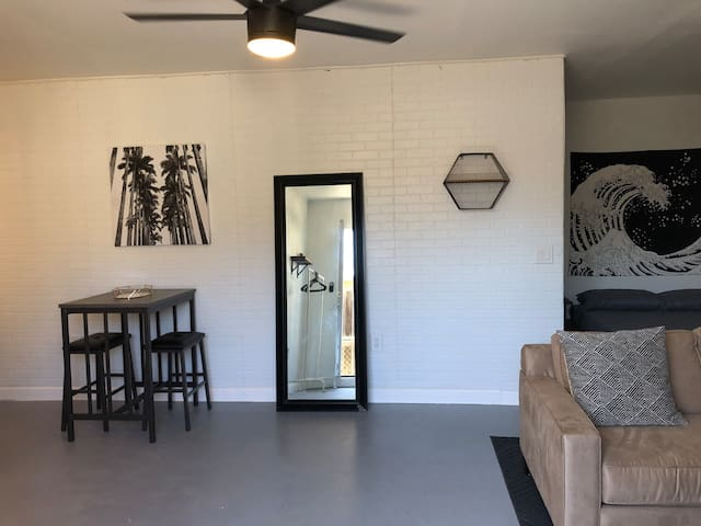Industrial Style Studio In The Heart Of Anaheim