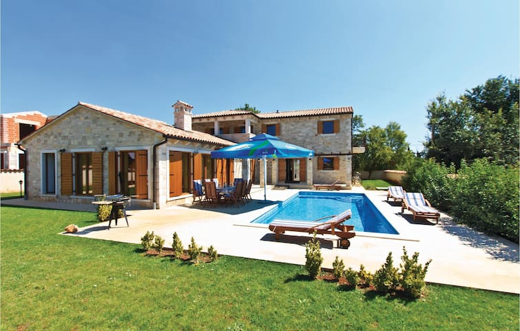 Holiday cottage with 3 bedrooms on 187 m²