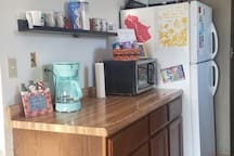 Pots & pans, toaster, oven, stove, microwave and fridge/freezer are yours to use. Enjoy the coffee bar with a wide variety of teas and coffees for your choosing.
