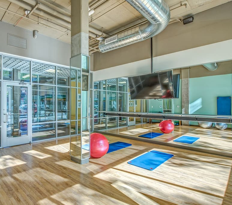 Hit the gym for a workout - full set of free weights, cardio machines, yoga and pilates room : we have it all !
