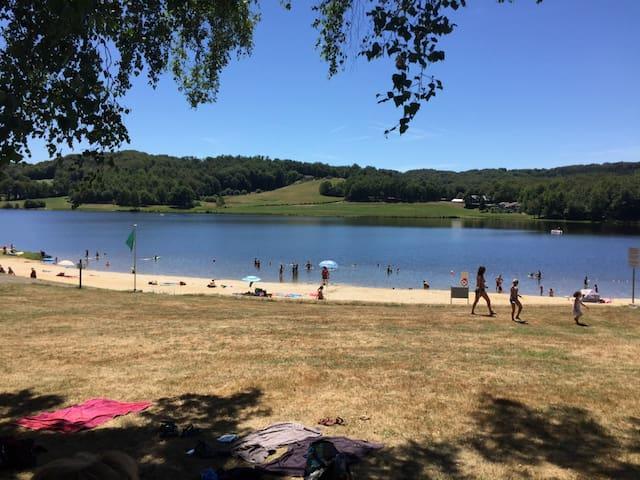 Lac de Tolerme beach