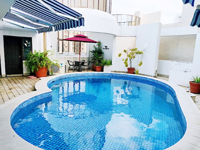 Central studio with private outdoor space & pool*