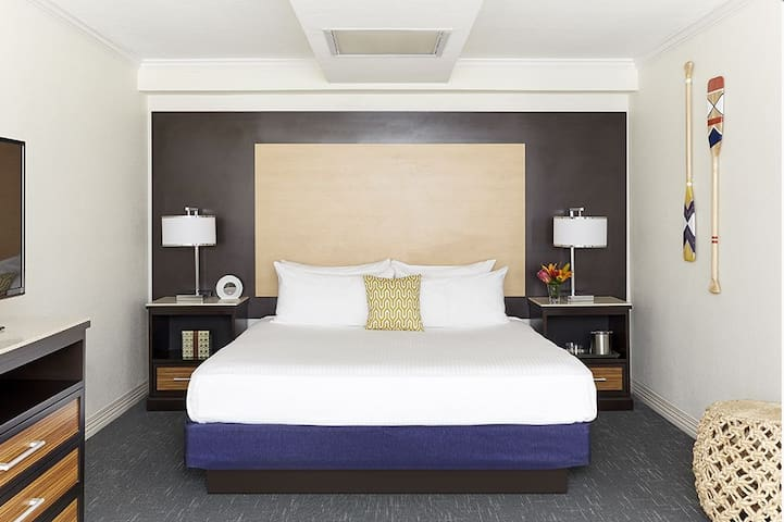 The Godfrey Hotel - Waterfront Junior King Suite
