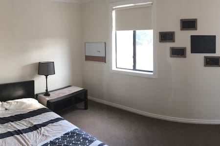 Private room for 2 family friendly - Glendalough