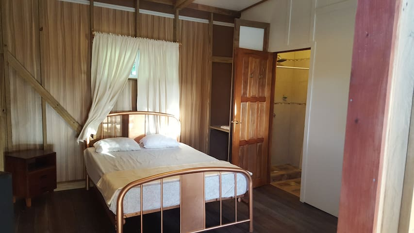 LVDM, vintage double bed....& spacious room..