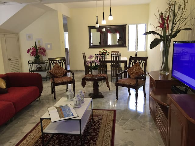 Homestay at USJ for 7-12pax, 4 rms 3 b,free WIFI