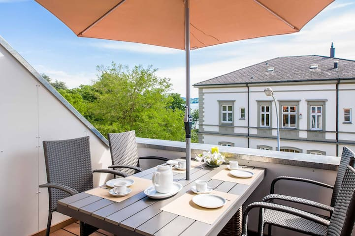 """Light-flooded holiday apartment """"Haus Behr am See"""" with 2 Balconies, WiFi & Lake View; Parking Available"""