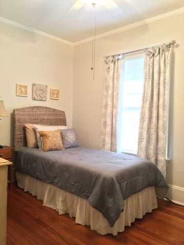 Comfy and clean room near Prime Riverside 5 Points