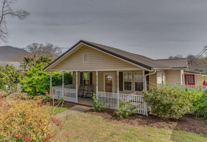 CHARMING SPACIOUS HOME 8MILES TO EQUESTRIAN CENTER