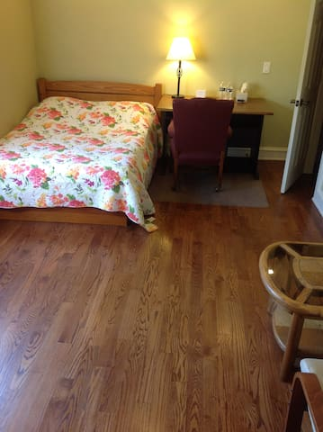 Large private bedroom in Westlake - Austin - Hus