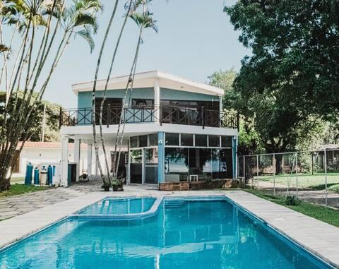 Casa del Lago, a 40 min, piscina y paisaje