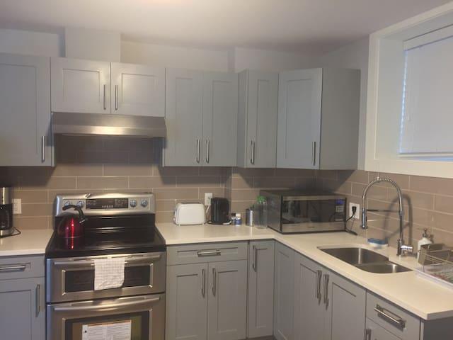 Spacious, Convenient & Quiet New Vancouver suite
