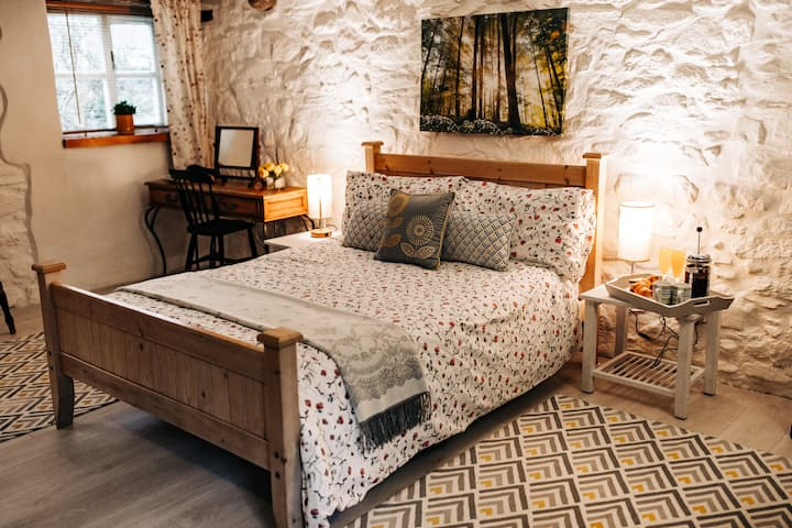 Cosy Welsh Cottage in the very heart of St Davids