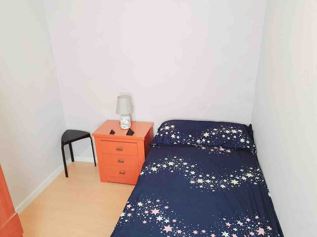 Private room and tv and Wi-Fi ;jast female only