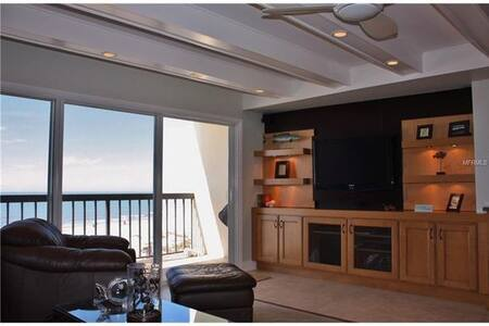 Spectacular beach condo, clean, cozy, new upgrades - Indian Shores - Lejlighedskompleks